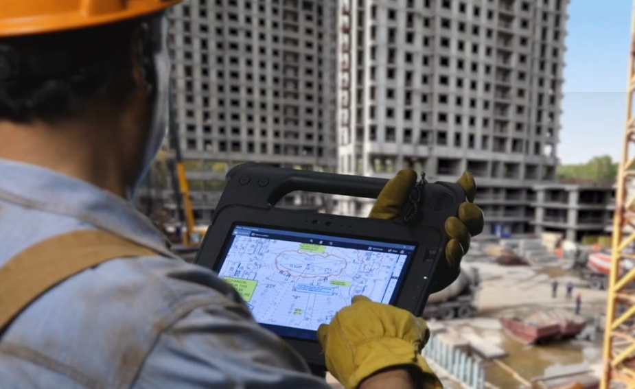 Zebra Technologies XPAD L10 in use in a construction zone