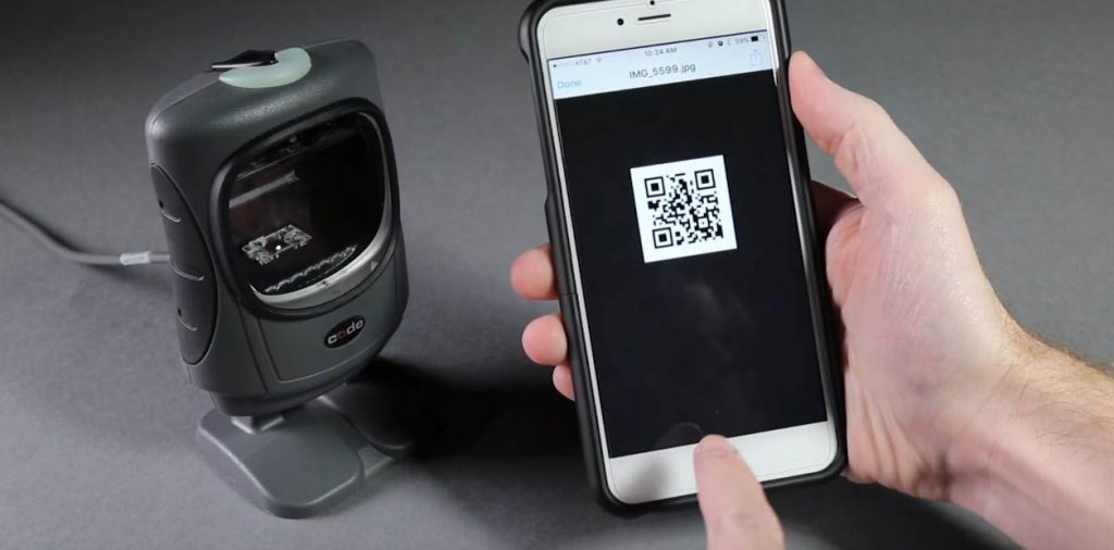 CR5000 barcode scanner to improve wireless communication with T500 cable to scan QR code in retail setting.